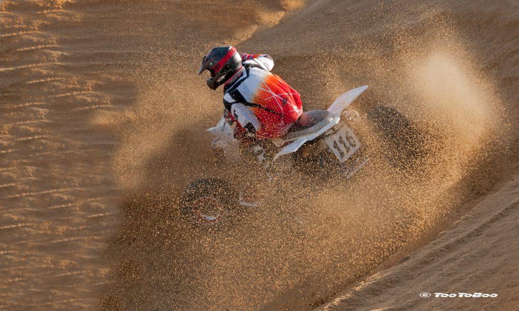 Prise de vue pendant une course de Quad sur sable