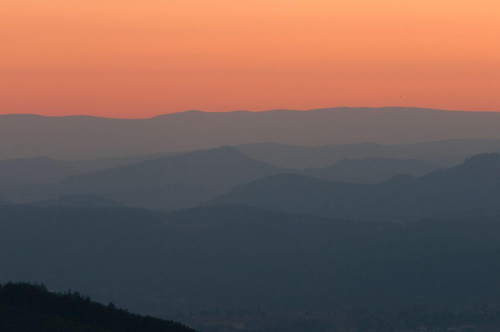 Collines d'Ardèche au soleil couchant
