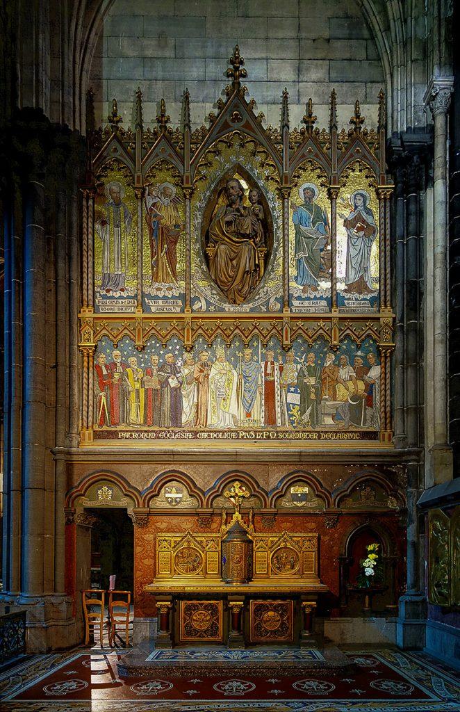 Intérieur de Notre Dame de la Treille à Lille