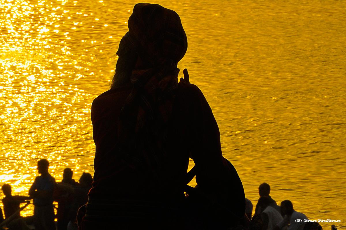 Priere sur les Ghats du Gange